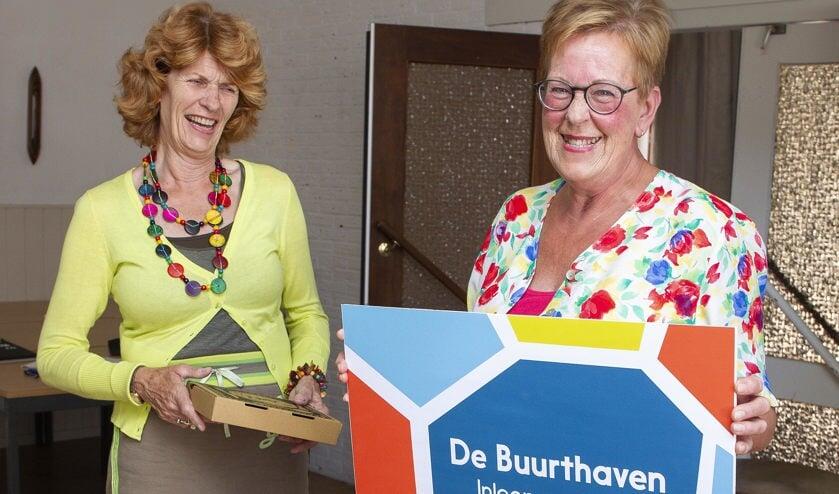 Afgelopen week ontving de prijswinnares een dinerbon uit handen van wethouder Tjitske Biersteker-Giljou