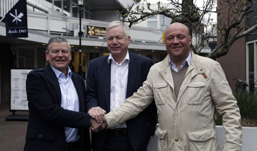 Otto van Haarlem (l), wethouder Richard Quakernaat en Paul Plemp (r).