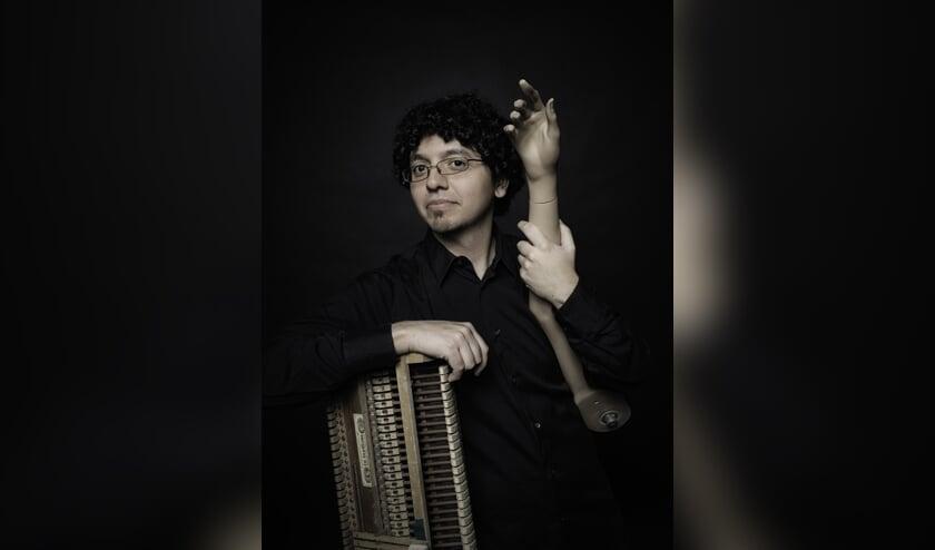 Alex Ramírez speelt samen met Alina Holender onder meer werk van Beethoven.