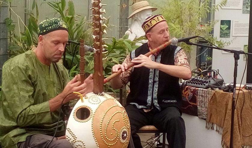 Het duo Paradiya.