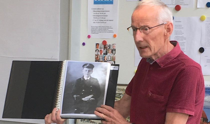 HKH-lid Piet Termes toont een foto van Duncan Stubbs.