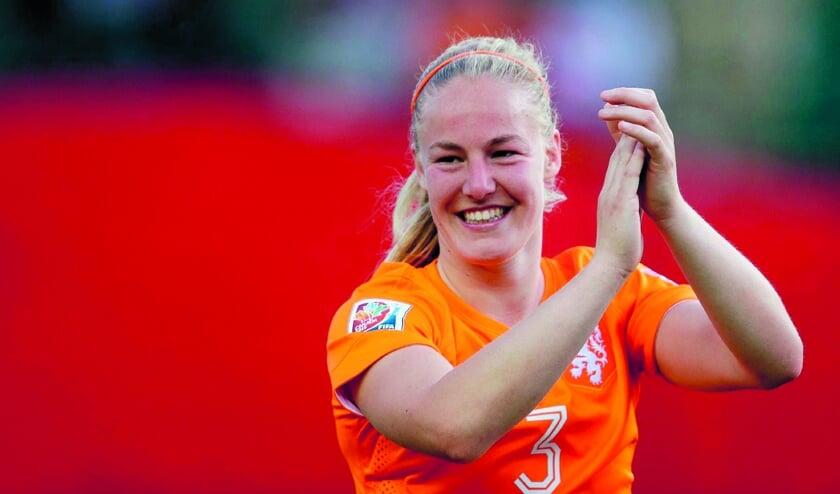 Met haar onverzettelijkheid is Stefanie van der Gragt een van de steunpilaren in het Nederlands elftal.