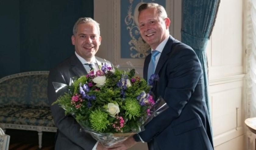 Arthur van Dijk feliciteert Dennis Straat