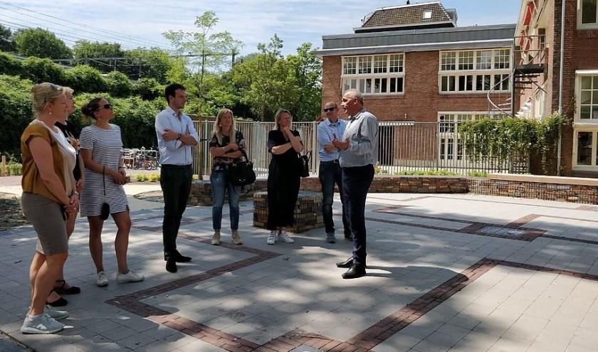 Het college van burgemeester en wethouders (B&W) op bezoek in Amsterdam.