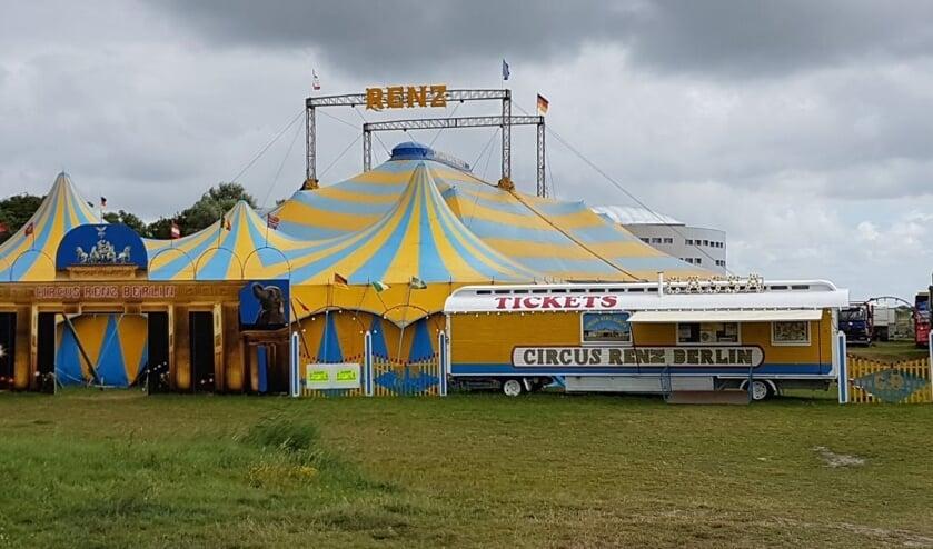 Circus Renz slaat tenten op in Julianadorp.