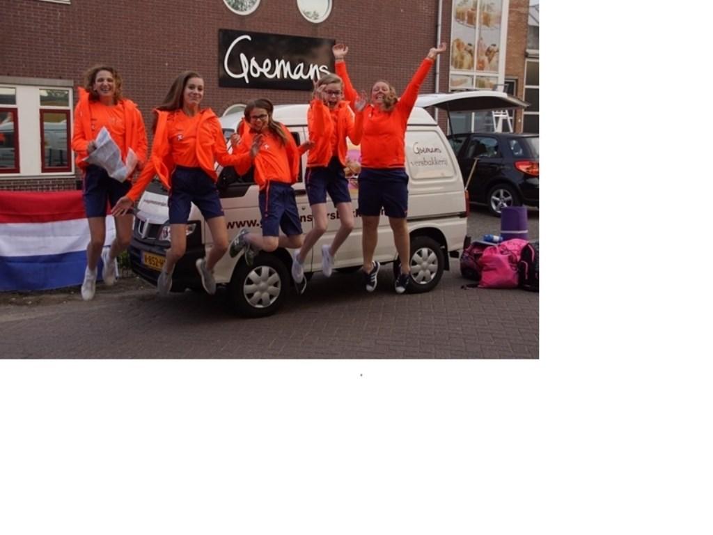 Kim Oudendijk en haar teamgenoten van DAW vóór vertrek naar Rusland. (Foto: (foto aangeleverd)) © rodi