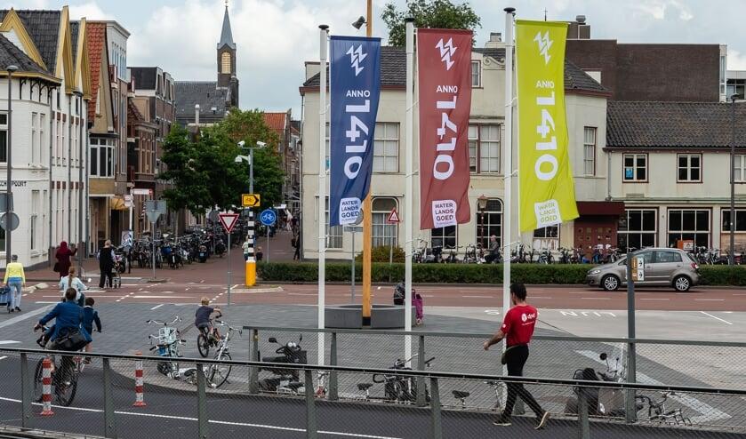 Het Tramplein is een van de gezichtsbepalende locaties waar de vlaggen zijn geplaatst.