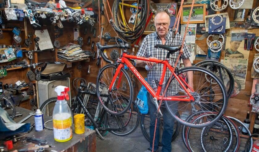 De techniek achter de fiets is voor Harry Dekker zijn lust en zijn leven.