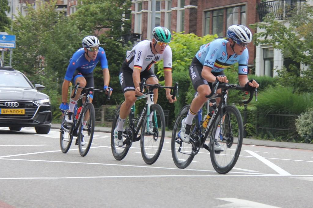 De top drie, met vlnr Elia Viviani (goud), Pascal Ackermann (brons) en Yves Lampaert (zilver). (Foto: Frits van Eck) © rodi