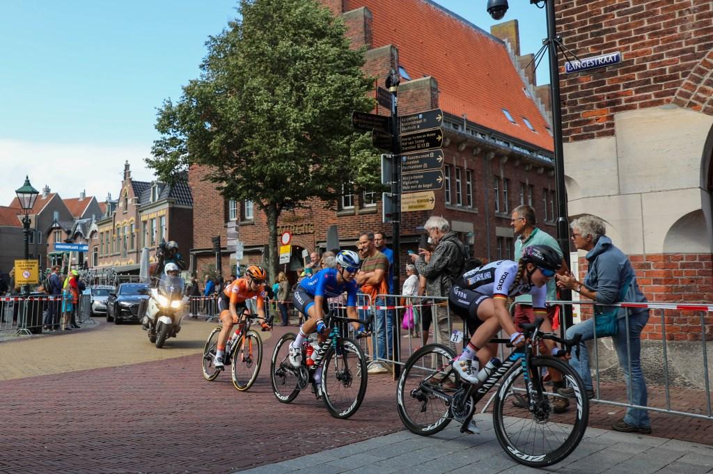 De koplopers scheuren door de binnenstad. (Foto: Vincent de Vries) © rodi