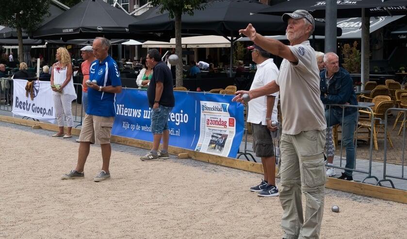 Volop concentratie bij een van de deelnemers aan het toernooi van vorig jaar.