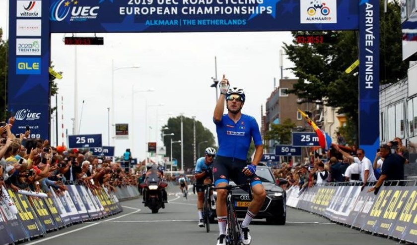 De Italiaan Elia Viviani kwam als eerste over de streep op de Kanaalkade.