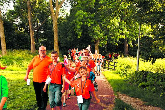 De Avondvierdaagse van Heemskerk is populair bij jong en oud. (foto aangeleverd) rodi.nl © rodi