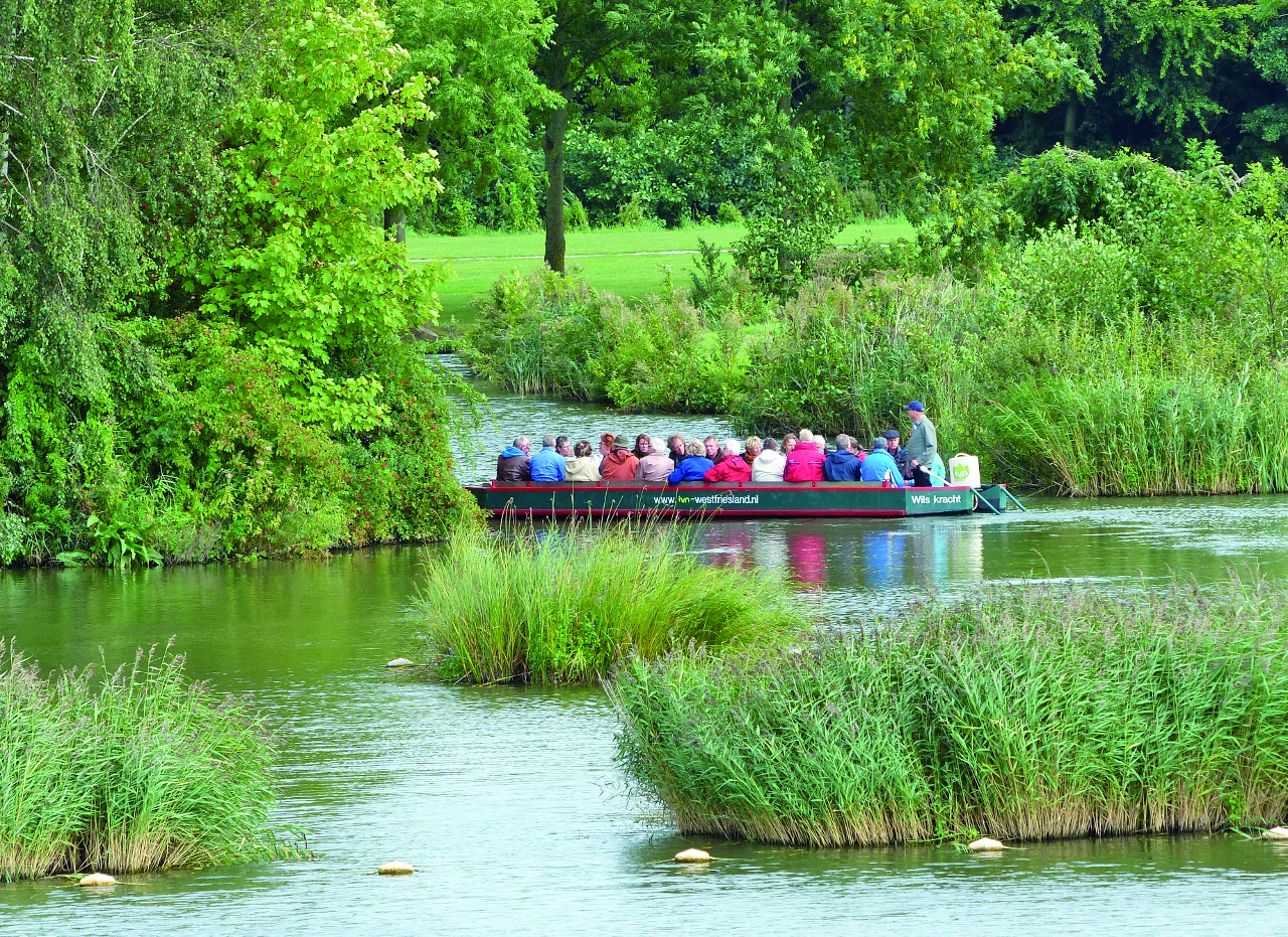Knelpunten in de vaarroute van West-Friesland? Meld het snel via de site van het recreatieschap. (Foto: archief Rodi Media)