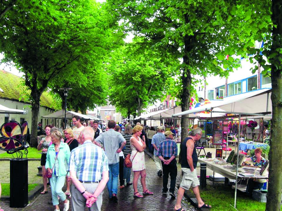 Laatste kunstmarkt van het seizoen in Egmond aan Zee. (Archieffoto)