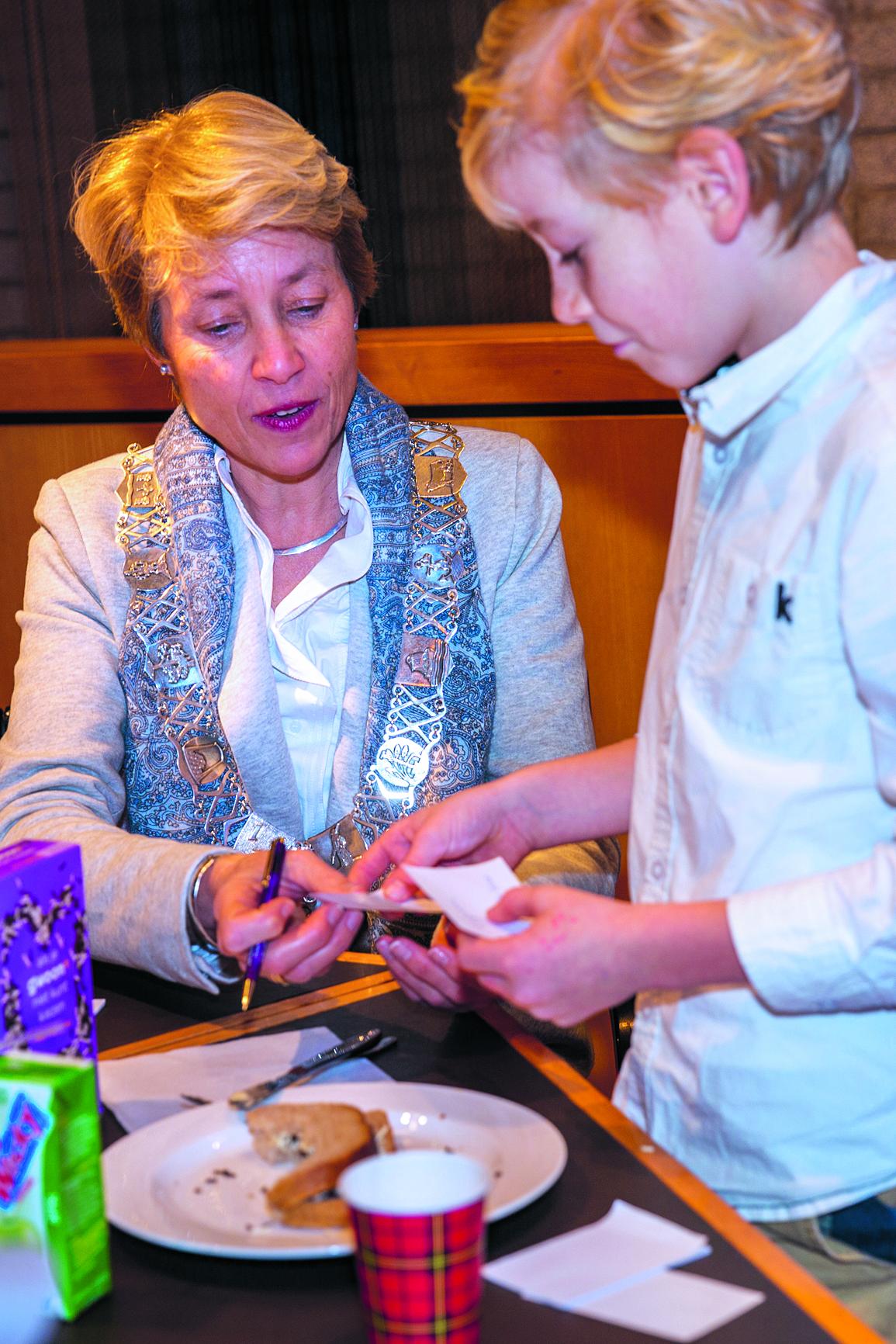 Een beschuitje eten met de burgemeester rodi.nl © rodi