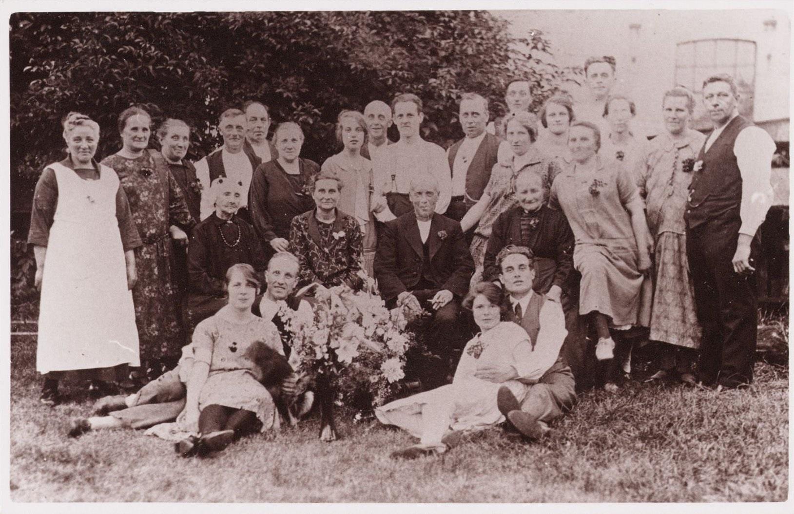 Foto van de familie Bakker uit Wormer ca 1925, collectie Jan Vink. (Foto:Waterlands Archief)