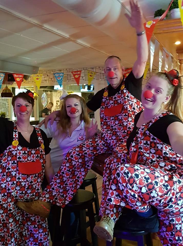 De kindermiddag met disco en stoelendans was een groot succes. (Foto's: aangeleverd).