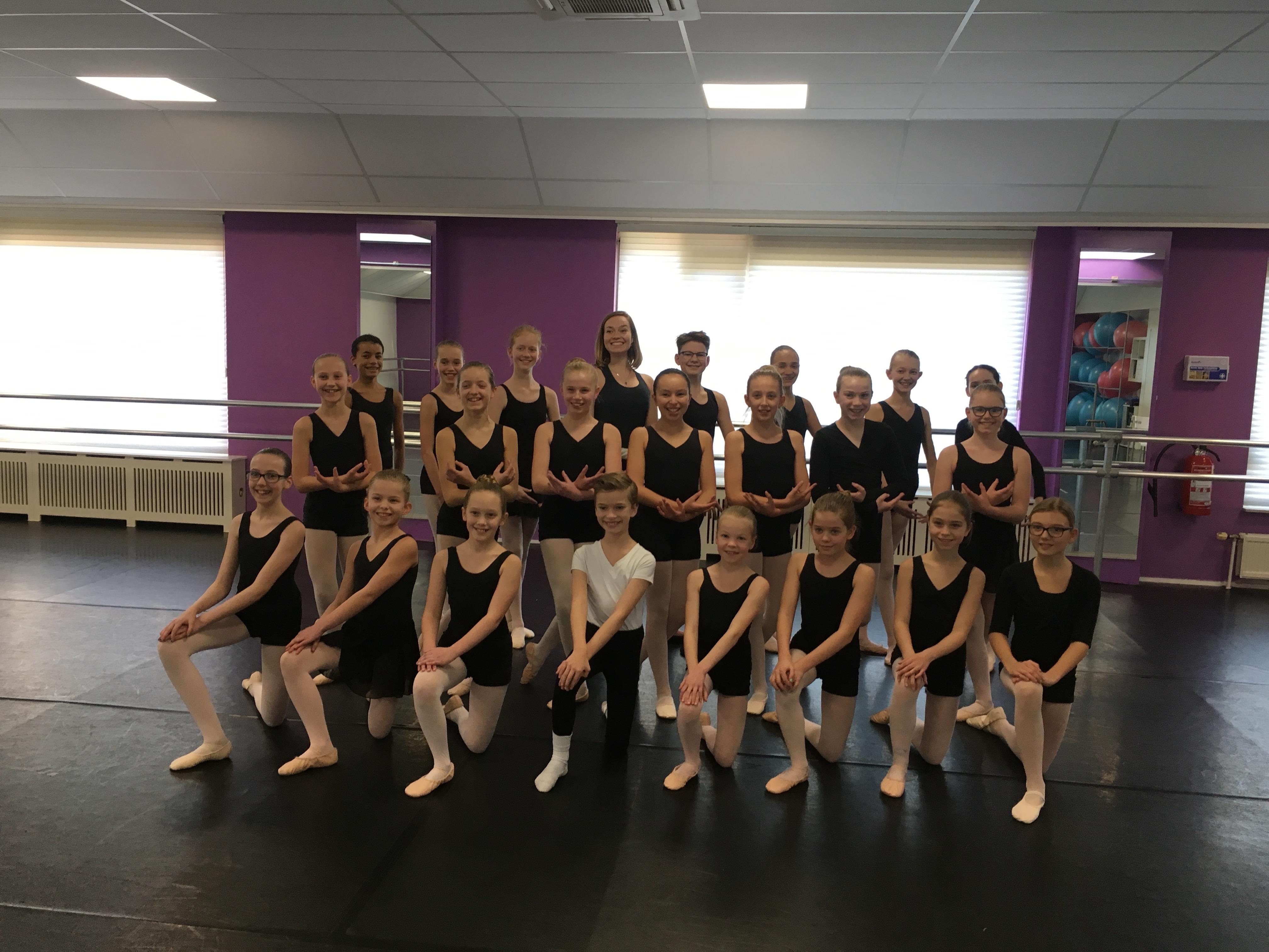 Zestien leerlingen van Balletschool Heerhugowaard dansen zondag 17 maart mee met The Royal Moscow Ballet in Cool. (aangeleverde foto)