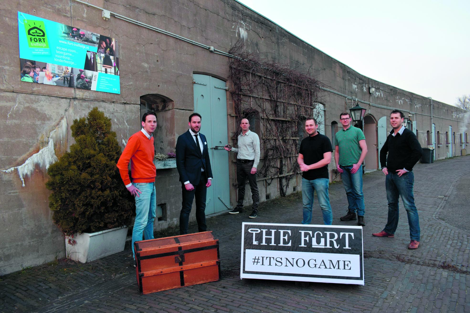 De commissie van de Juniorkamer bij Fort Markenbinnen, de locatie van The Fort, #intsnogame!. (Foto: Yvette van der Does/RM)