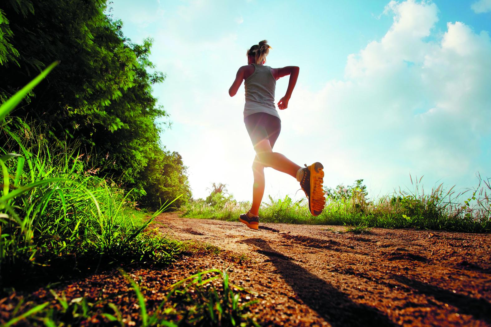 Hardlopen kan in de ochtend over de afstanden vijf, tien en vijftien kilometer. (Foto: Shutterstock)