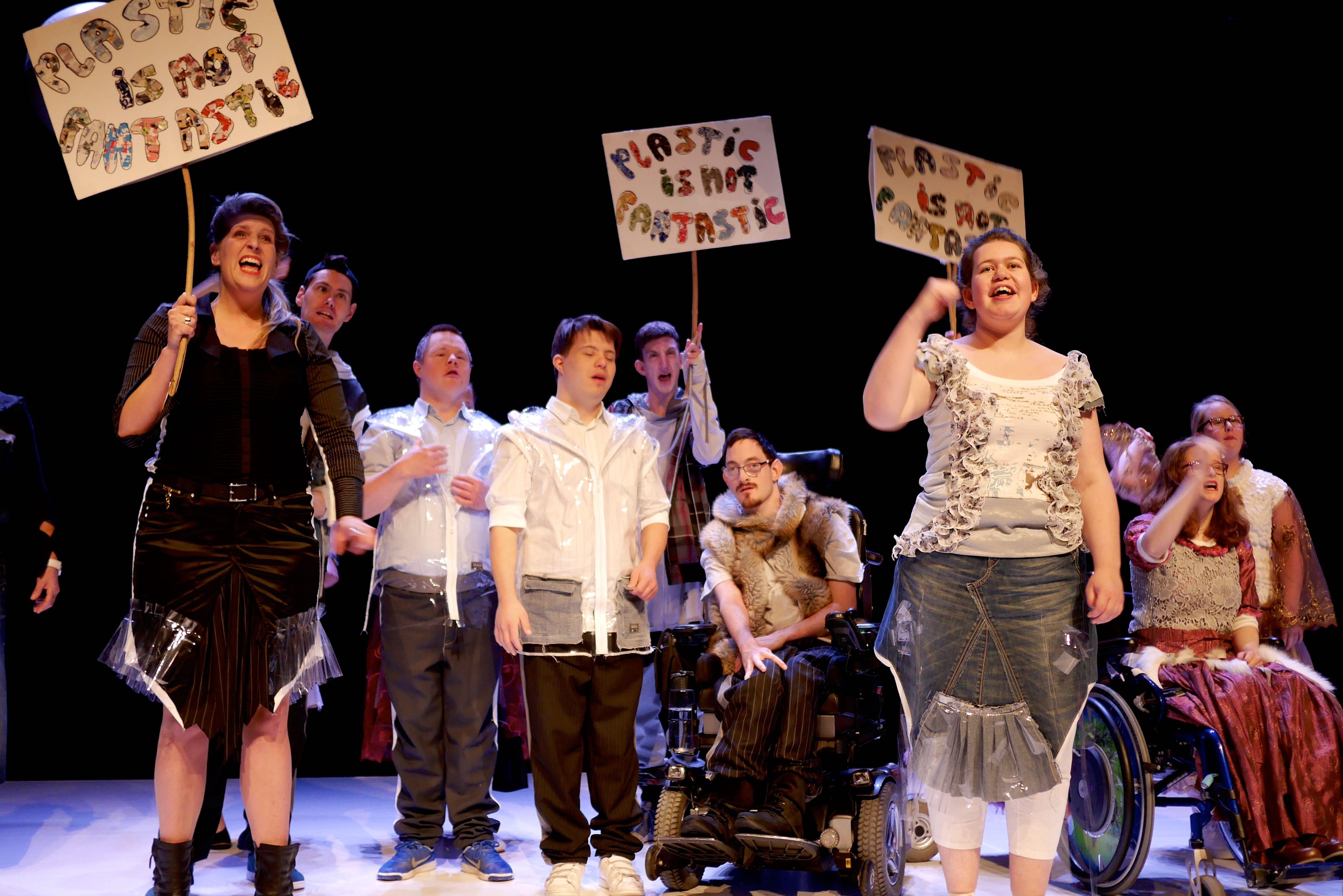 Het theatercongres Fier! wordt gespeeld door acteurs met een beperking en gastacteurs uit de regio. (Foto: Anke Purmer)
