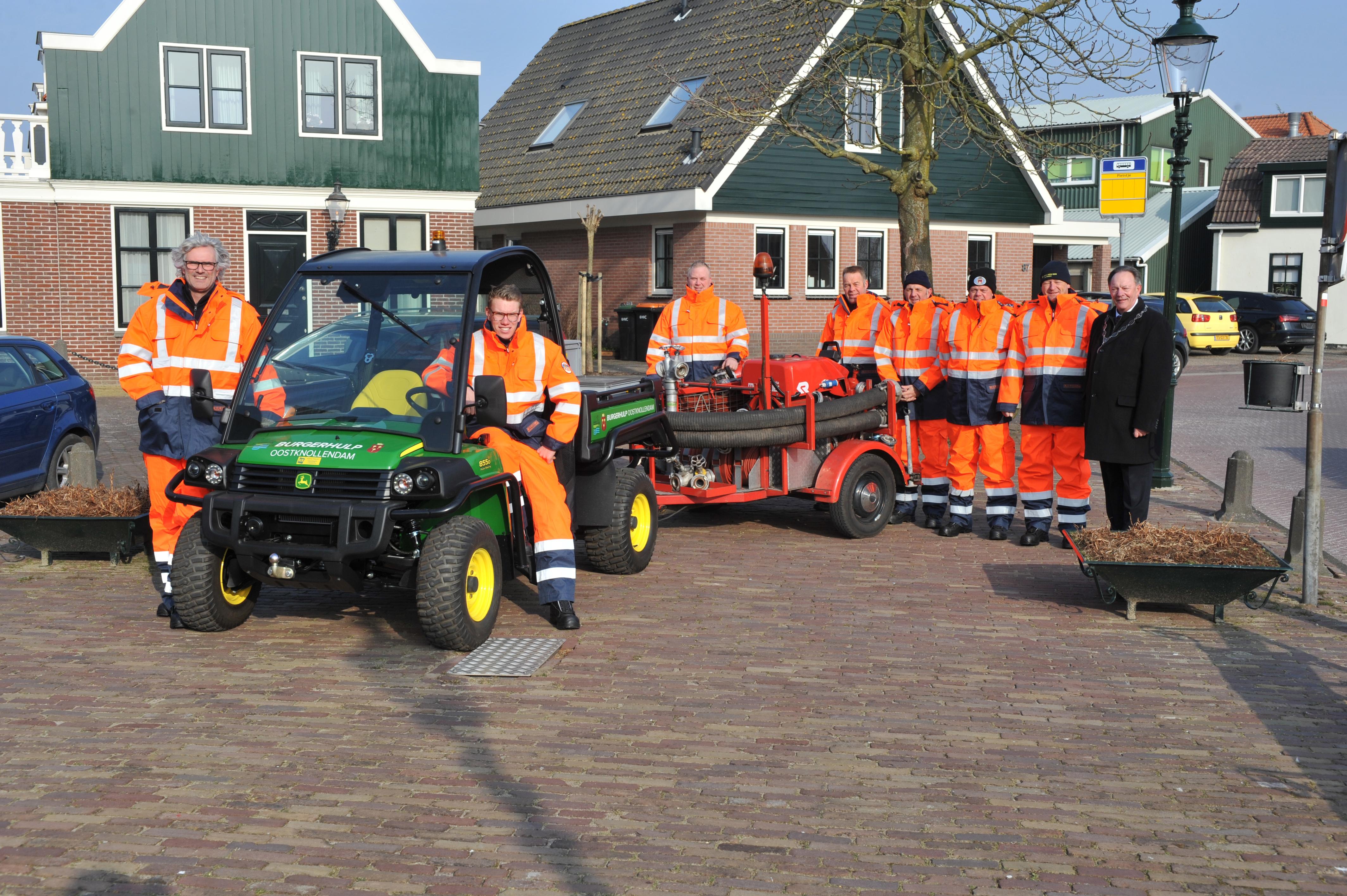 De mannen van de Burgerhulppost van Oostknollendam. (Foto: Ronald Goedheer)