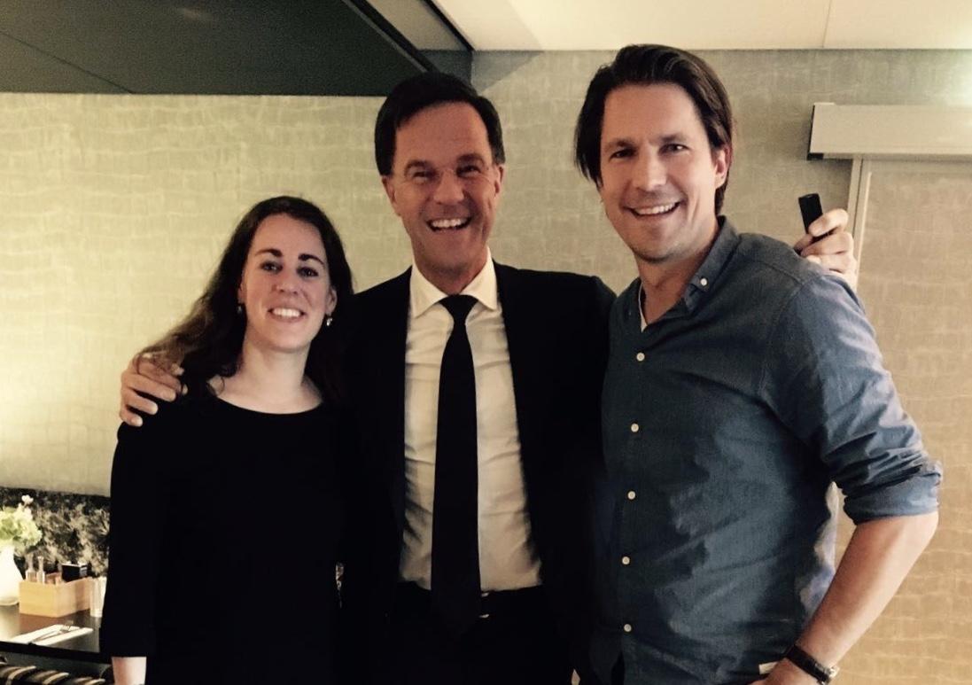 Minister-president Mark Rutte met Anne Sterenberg (lijsttrekker) en Peter van Kessel (kandidaat nr. 2) van de Haarlemse VVD. (Foto: aangeleverd)