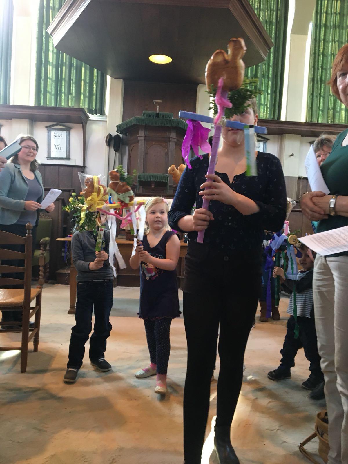 Palmpasenviering met kinderen in de Vermaning Krommenie. (Foto: Evelien Mager)