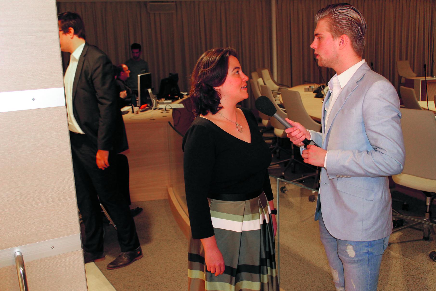 Burgemeester Don Bijl leest de prognoses voor. rodi.nl © rodi
