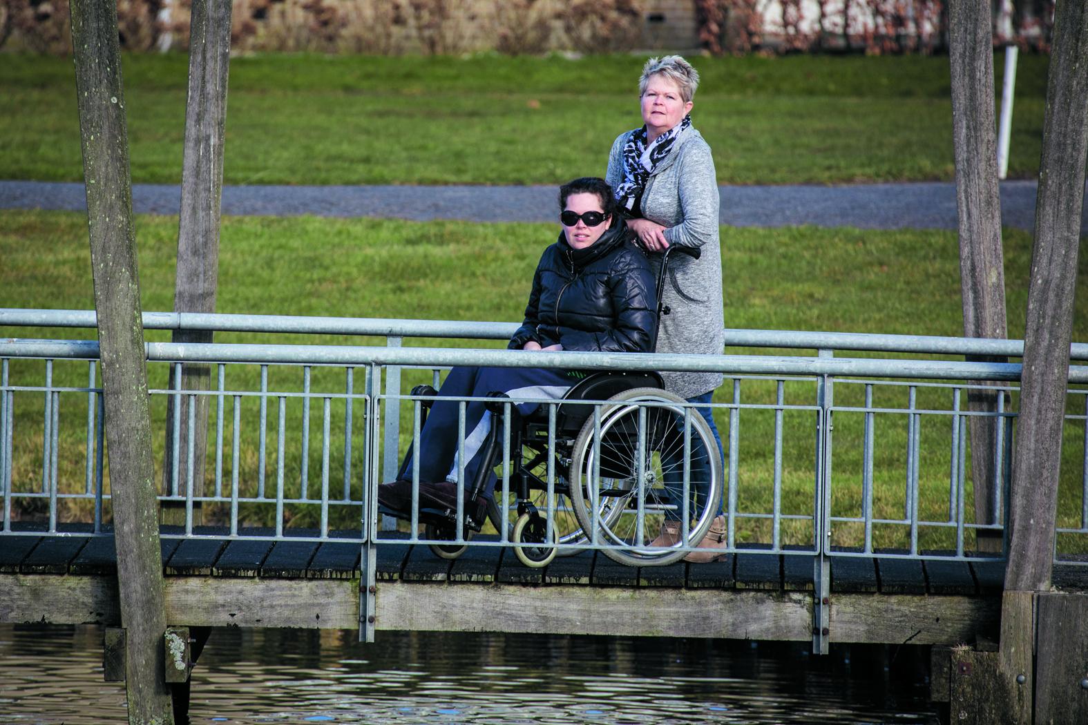 """Doreen met haar moeder Mieta. """"Gelukkig staat mijn moeder altijd voor me klaar."""" (Foto: Vincent de Vries/RM) rodi.nl © rodi"""