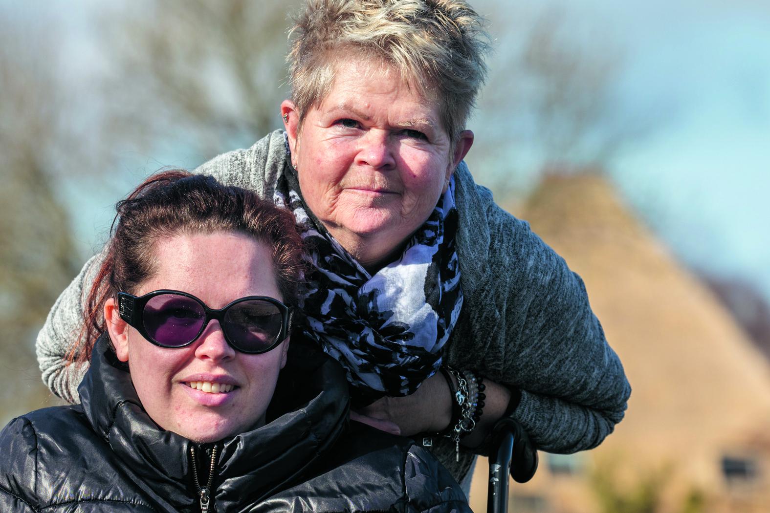 """Doreen met haar moeder Mieta. """"Gelukkig staat mijn moeder altijd voor me klaar."""" (Foto: Vincent de Vries/RM)"""