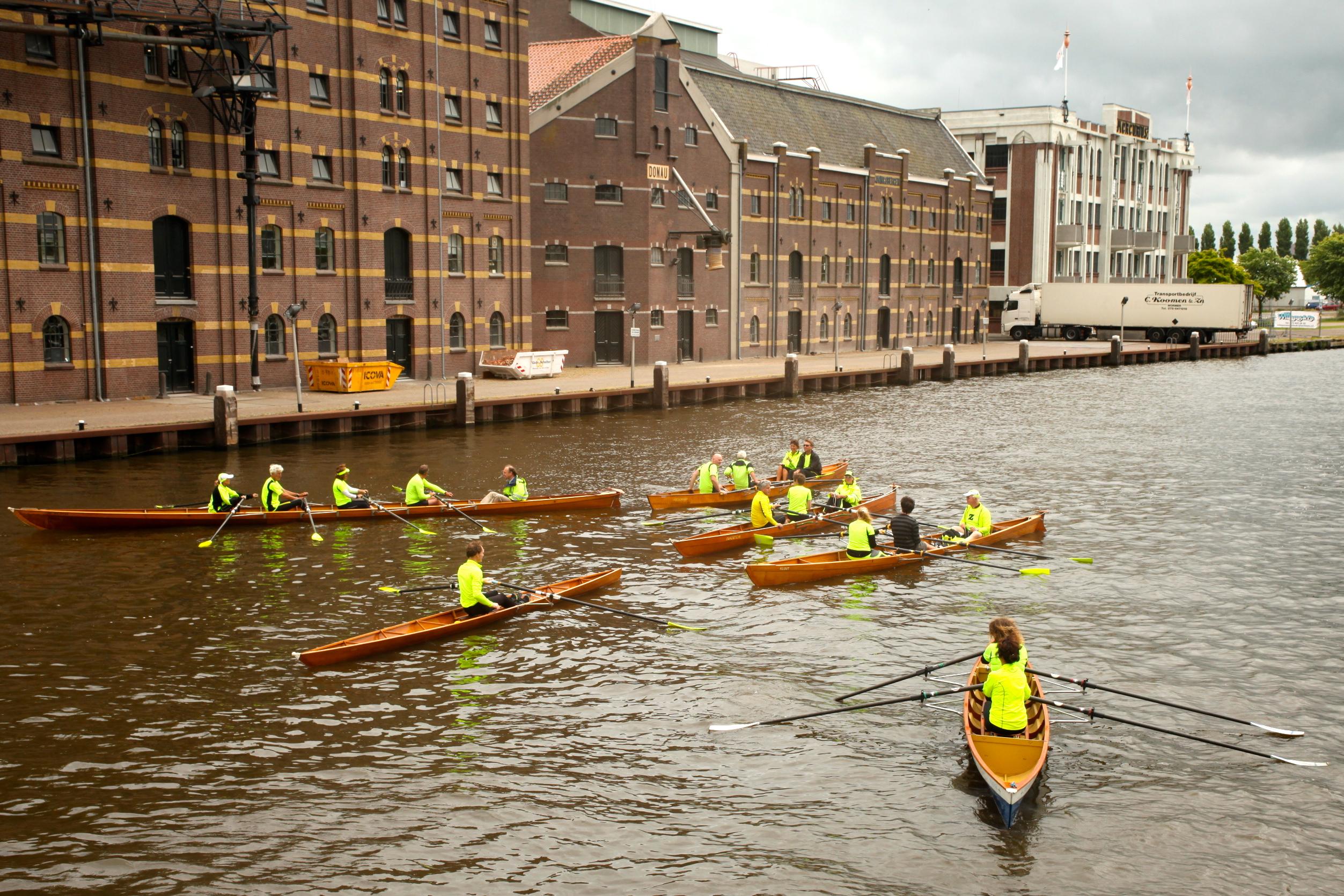 Vanwaar die naam? Die dankt de vereniging aan de fluorescerend gele shirts en riemen. (Foto: Zaankanaries)