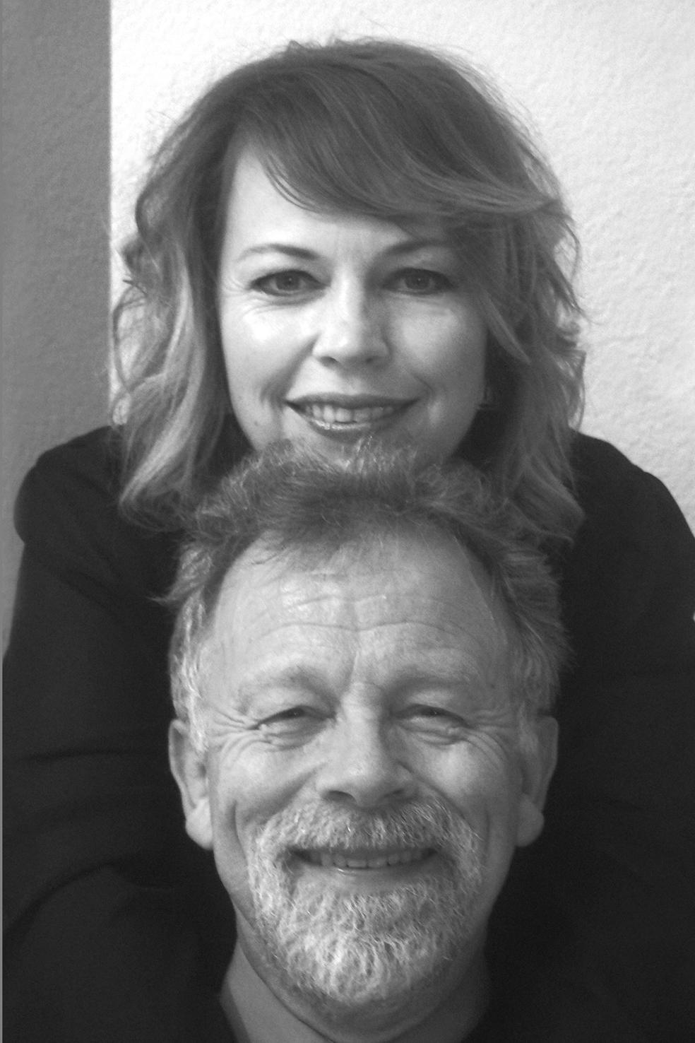 Bert Drost en dochter Caroline komen op zondag 22 april naar Egmond aan Zee waar zij bij boekhandel Dekker & Dekker het boekje 'Leon en de verdwenen koning' gaan voorlezen. (Foto's: aangeleverd) rodi.nl © rodi