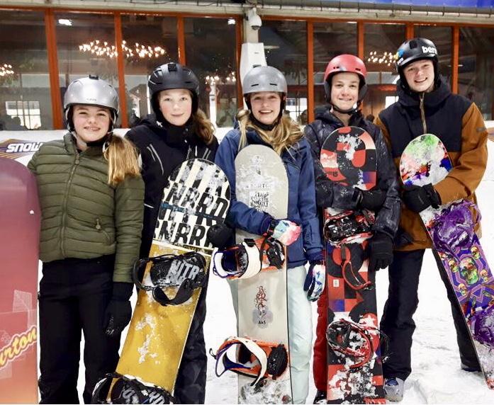 Het snowboardteam van de Berger Scholengemeenschap werd tijdens de Nederlands Kampioenschappen skien en snowboarden een tweede plaats. Floortje Koster uit Egmond aan den Hoef. (Foto's: aangeleverd).