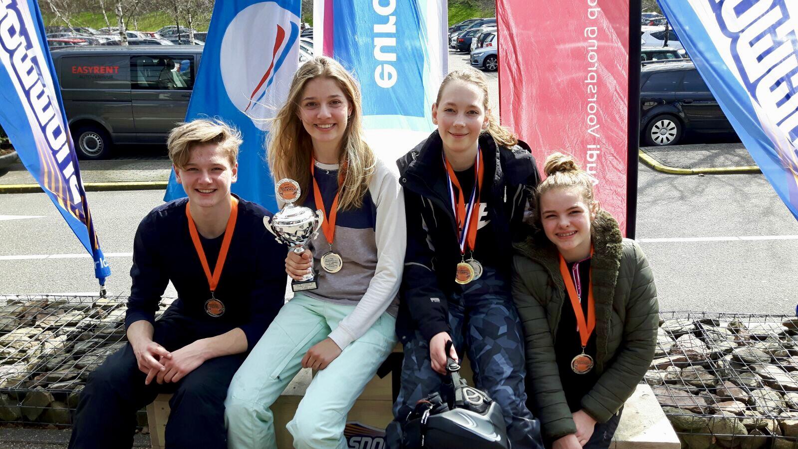 Het snowboardteam van de Berger Scholengemeenschap werd tijdens de Nederlands Kampioenschappen skien en snowboarden een tweede plaats. Floortje Koster uit Egmond aan den Hoef. (Foto's: aangeleverd). rodi.nl © rodi