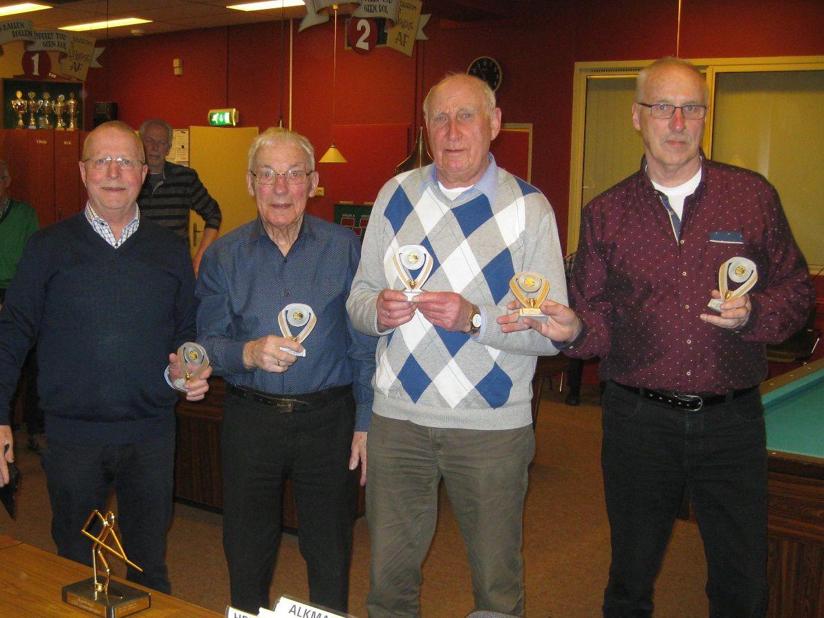 Van links naar rechts: Theo van der Poll, Gerard Elst, Jan van Lieshout en Bep Knopper. Niet op de foto: Henk Pirovano. (foto aangeleverd)