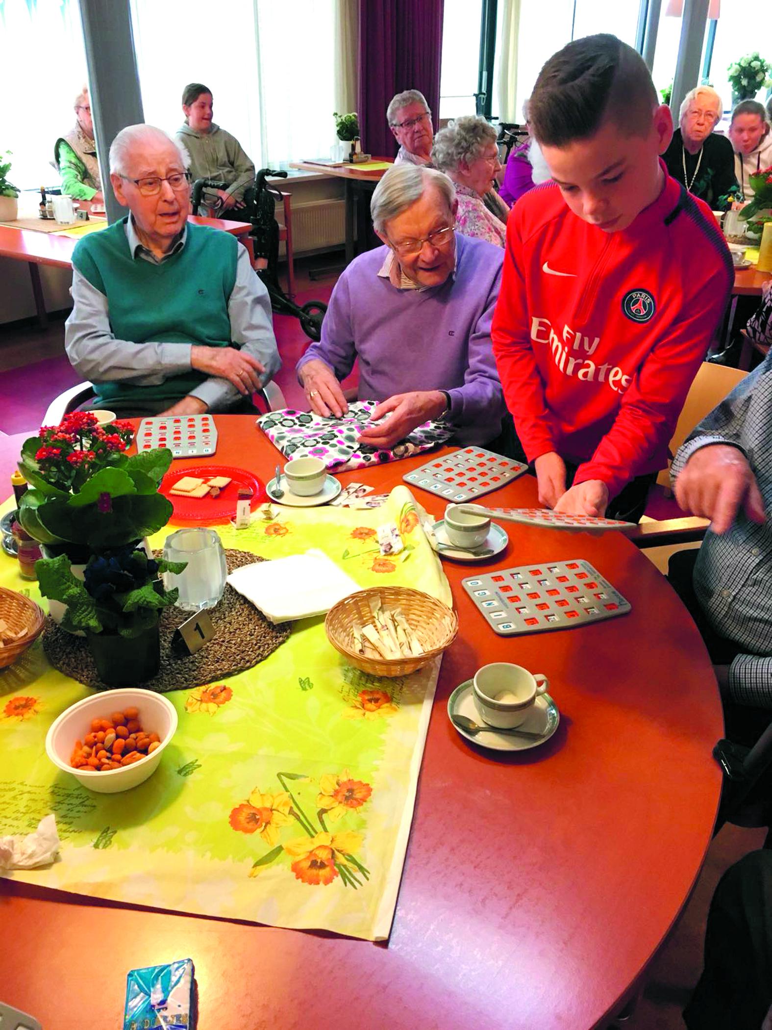 De ouderen in Westerheem vermaken zich opperbest. (foto aangeleverd)
