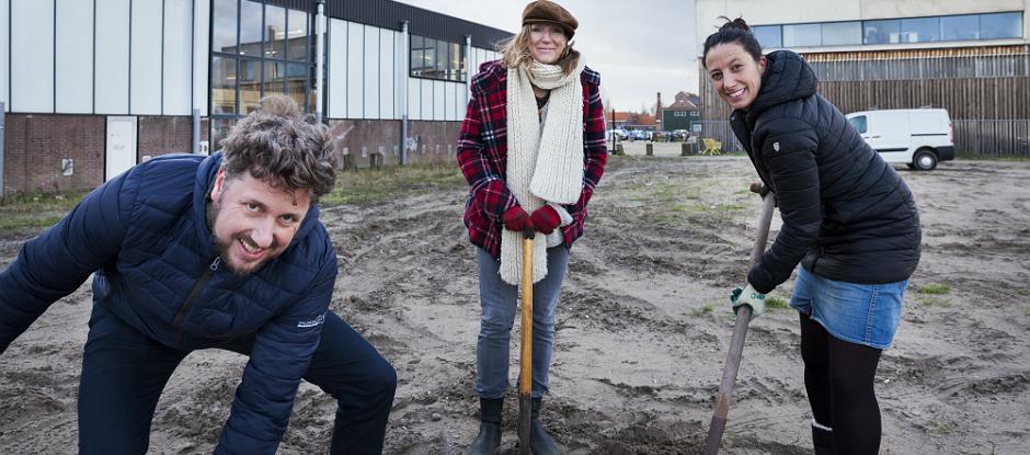 De komende tijd gaat De VerbroederIJ de Oostveerkavel inrichten en vormgeven. (Foto: gemeente Amsterdam)