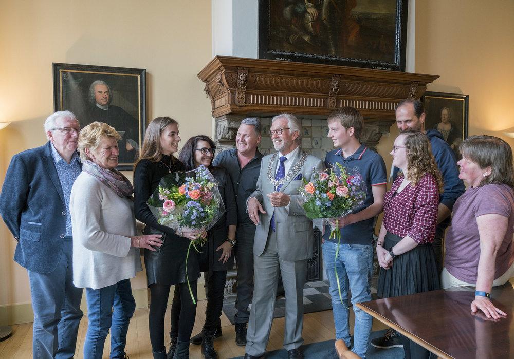 Skills Heroes op bezoek bij burgemeester. (Foto: Jan Jong)