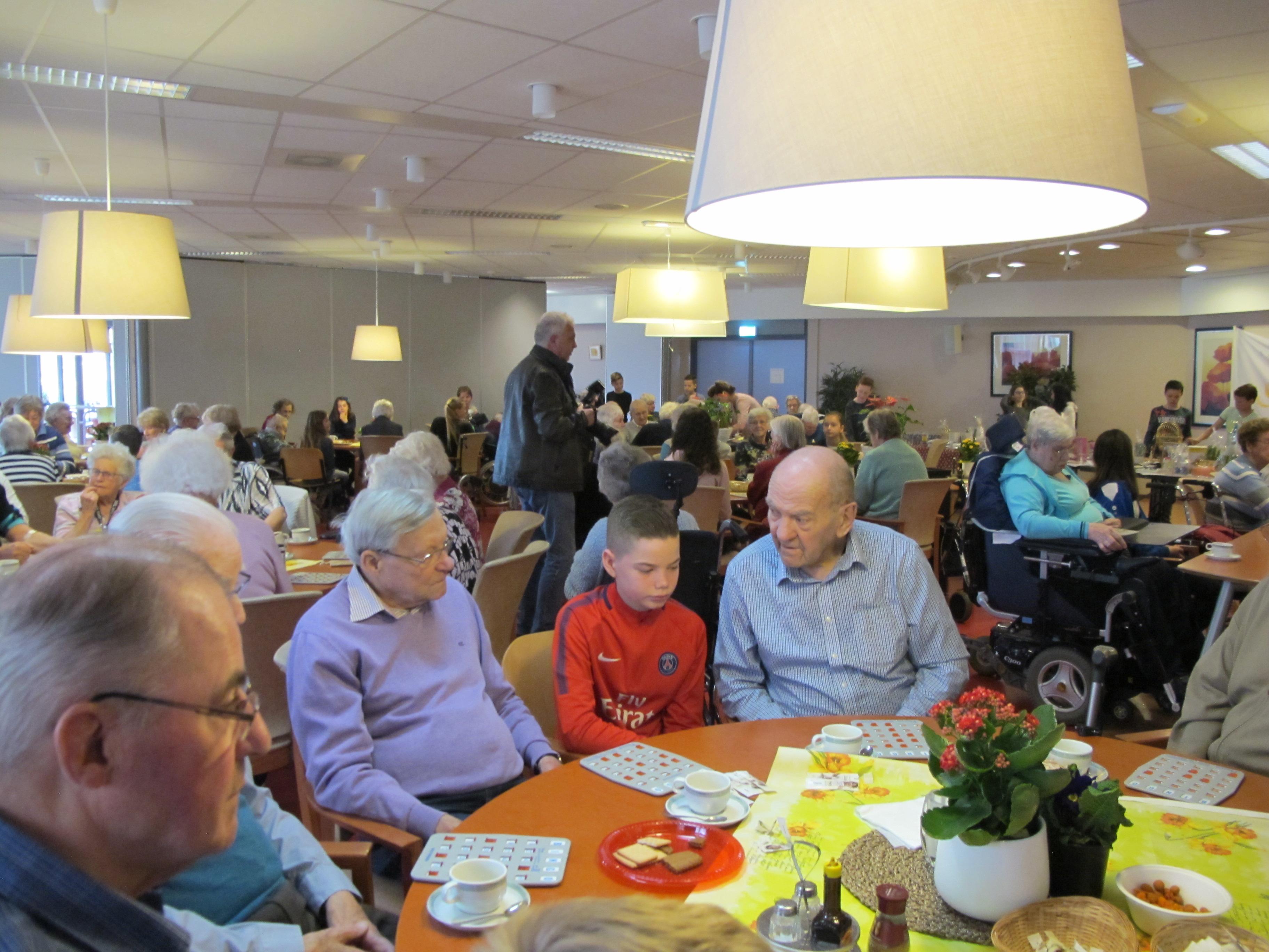 De ouderen in Westerheem vermaken zich opperbest. (foto aangeleverd) rodi.nl © rodi