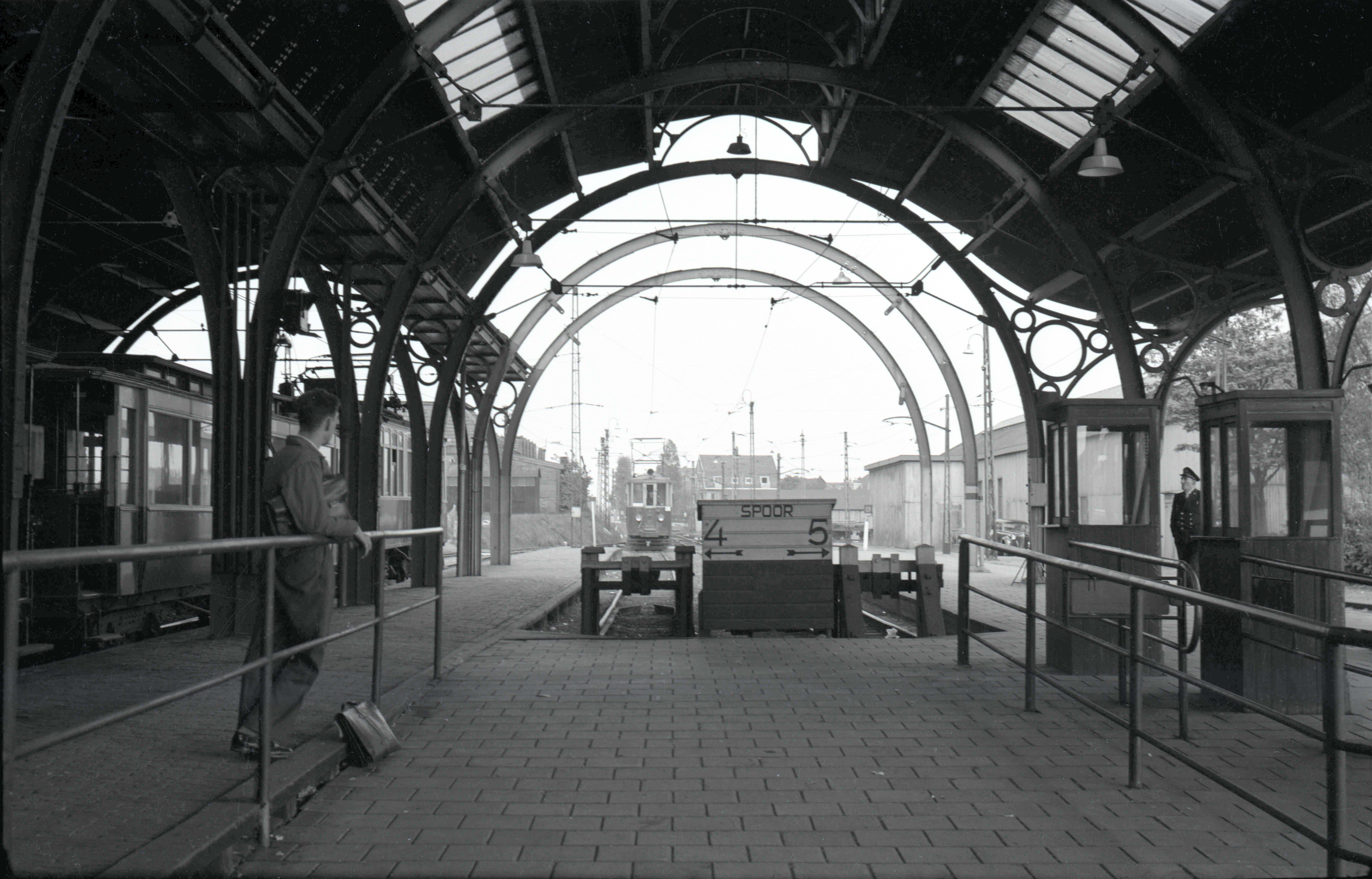 Station het Tolhuis. Op de plek waar nu de IJpleinpont vaart. (Foto: J. v. Engelen)