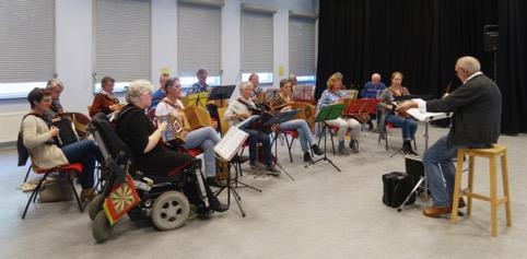 Harmonica-orkest GLOP stopt ermee en heeft er voor gekozen om het slotconcert in de Drommedaris te geven. (Foto: aangeleverd)