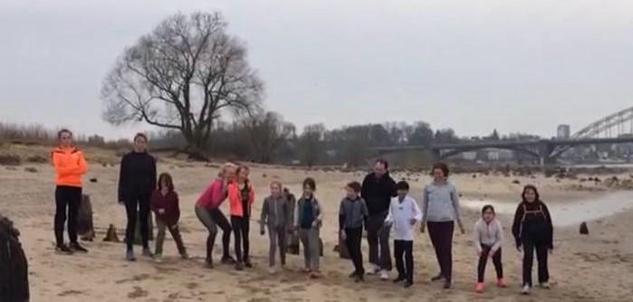 Ouder-kind Mindful Run komende zaterdag in Egmond aan Zee. (Foto: aangeleverd).