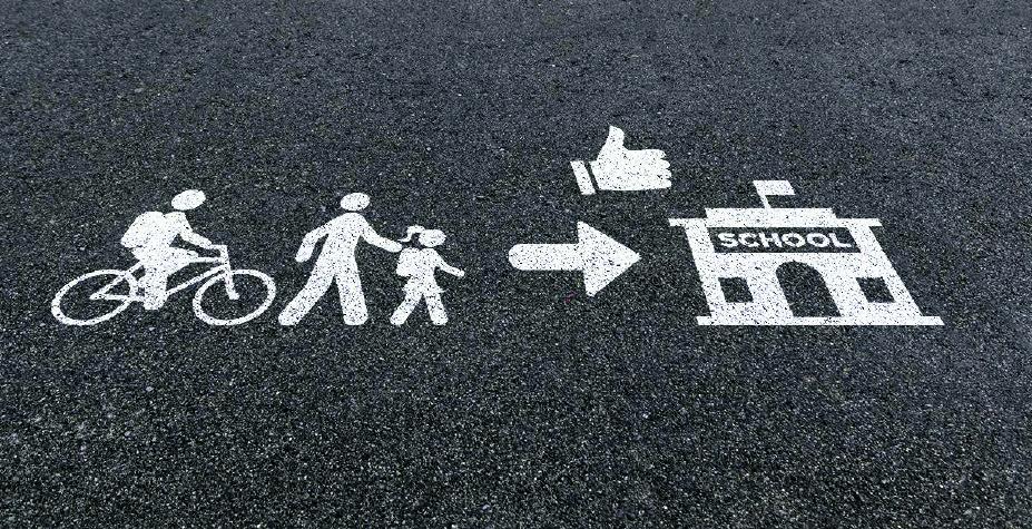 Nieuwe pictogrammen op straat. (Foto: Gemeente Oostzaan)