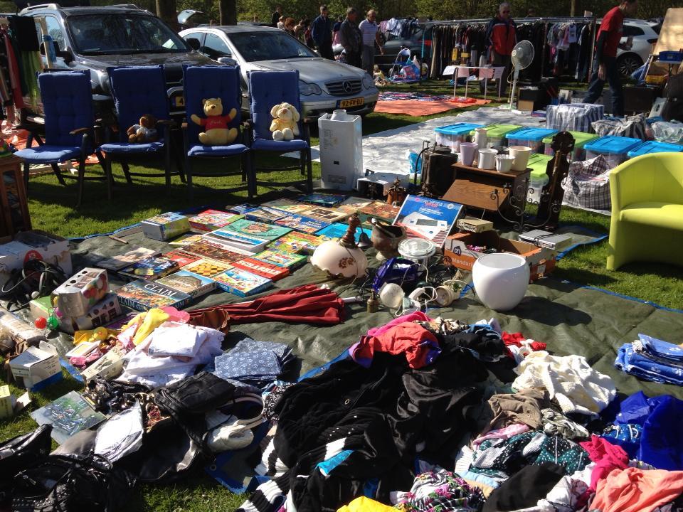 De kofferbakmarkt is een ideale mogelijkheid om overbodig huisraad, te krappe kleding of uitgelezen boeken van de hand te doen. (Foto: aangeleverd)