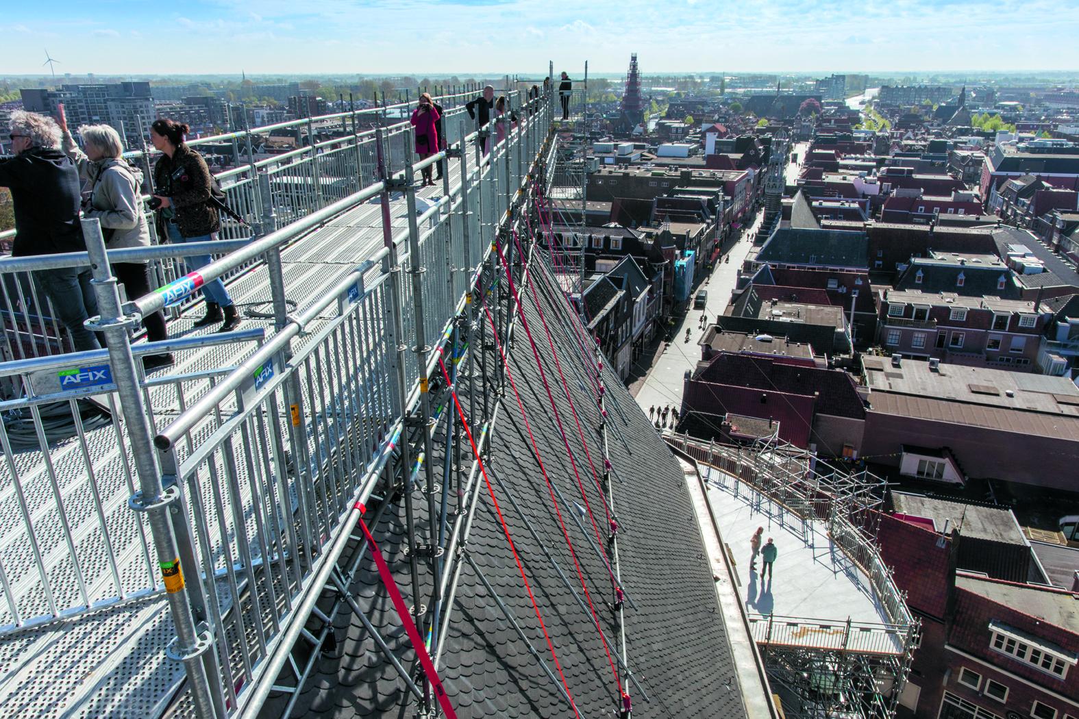 Het indrukwekkende uitzicht vanaf de Grote Kerk. (foto Vincent de Vries/ Rodi Media)