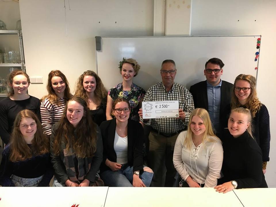 Studenten van het Clusius College halen drieduizend euro op voor ALS. (Foto: aangeleverd)