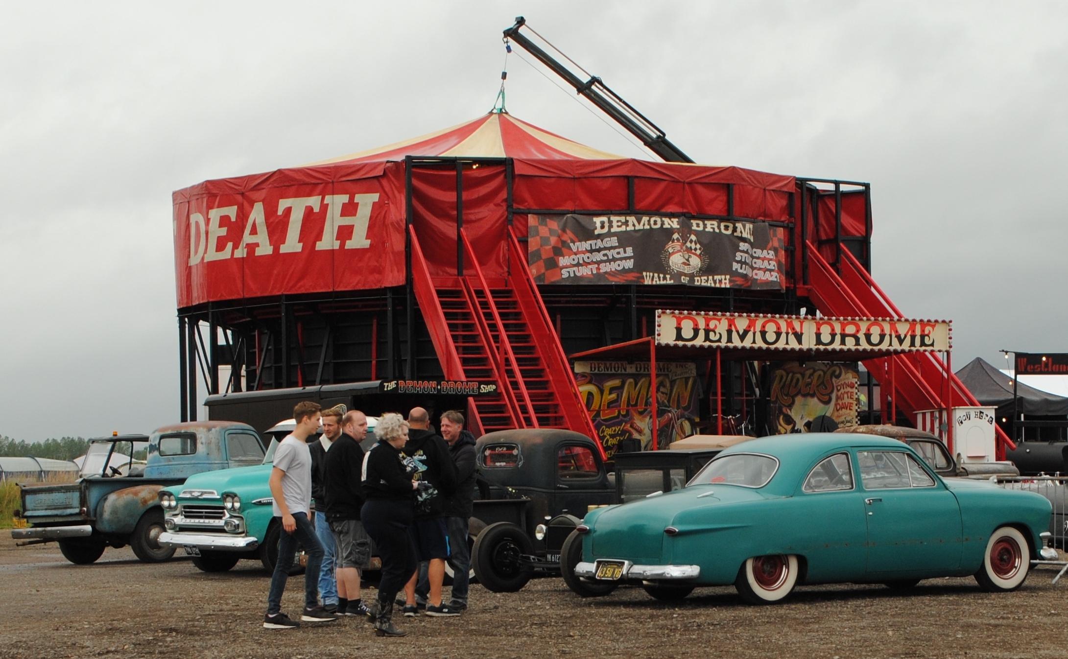 Liefhebbers van mooie Amerikaanse auto's halen met Hemelvaartsdag hun hart op tijdens Cars 'n Bands, Stars & Stripes. (Foto: CBSS) rodi.nl © rodi