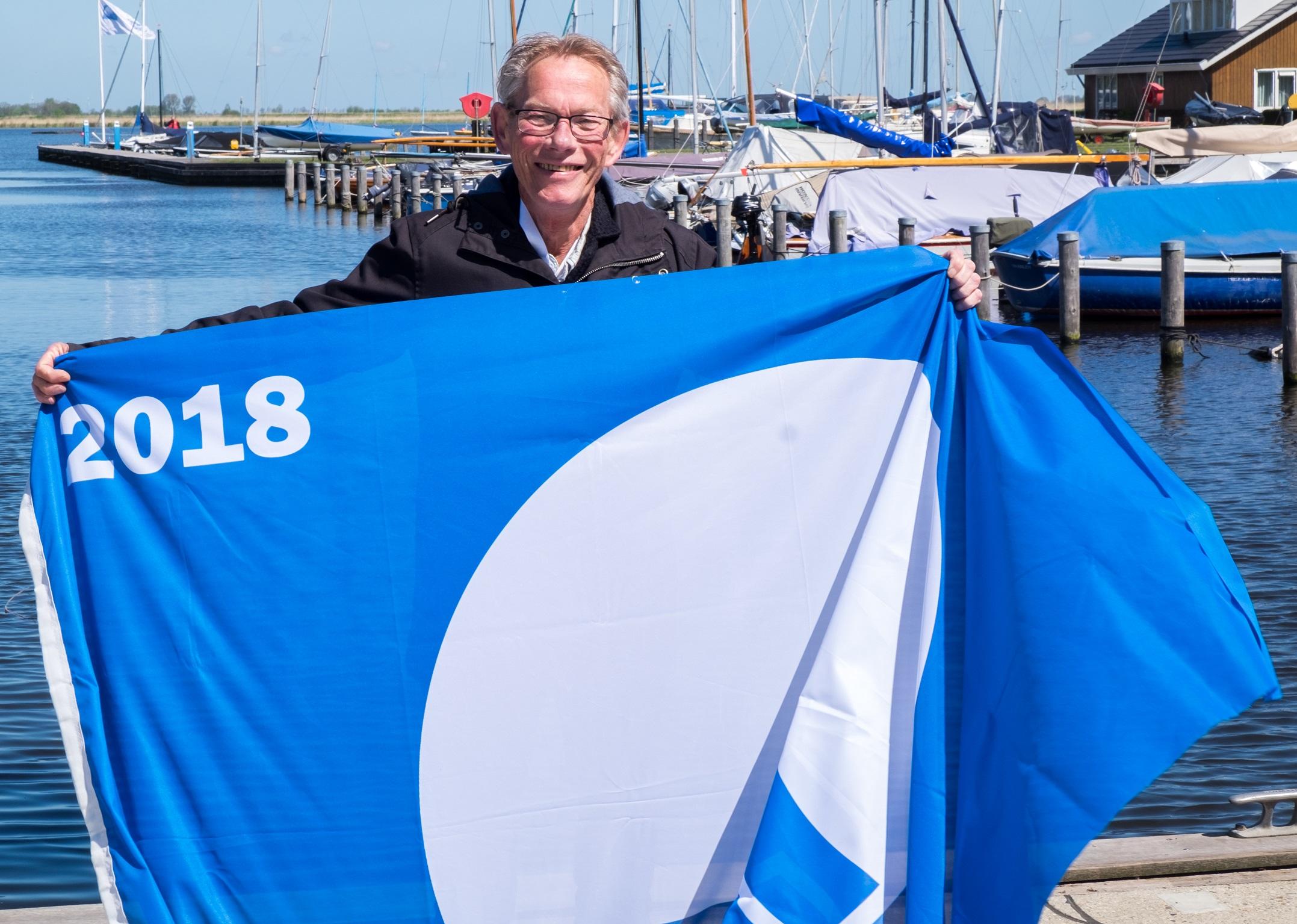 Weer Blauwe Vlag Voor Stranden Bergen Bergen